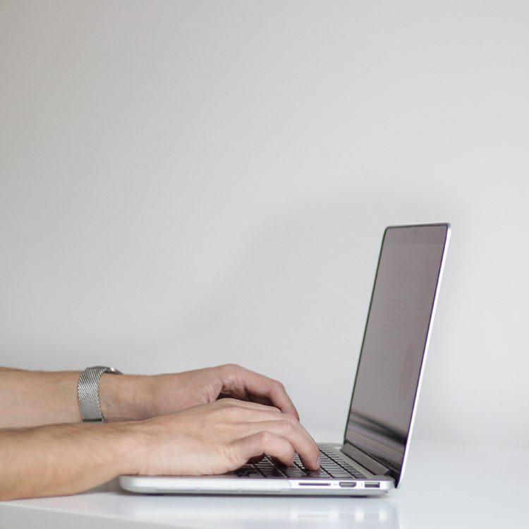 seo audit page man typing